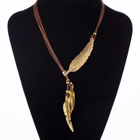 Collier brun avec plume dorée