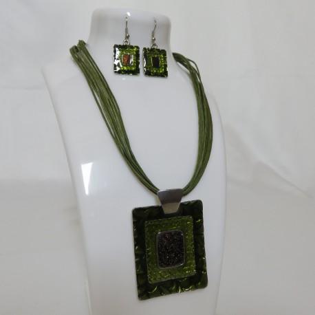 Parure ficelle verte reflets verts émeraude